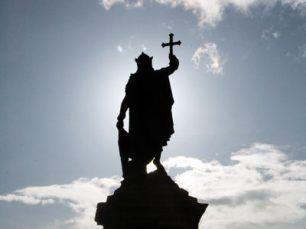 Estatua del Rey Pelayo en Gijón