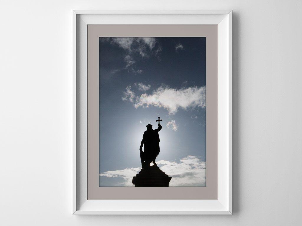Estatua del Rey Pelayo en la Plaza de Revillagigedo, Gijón